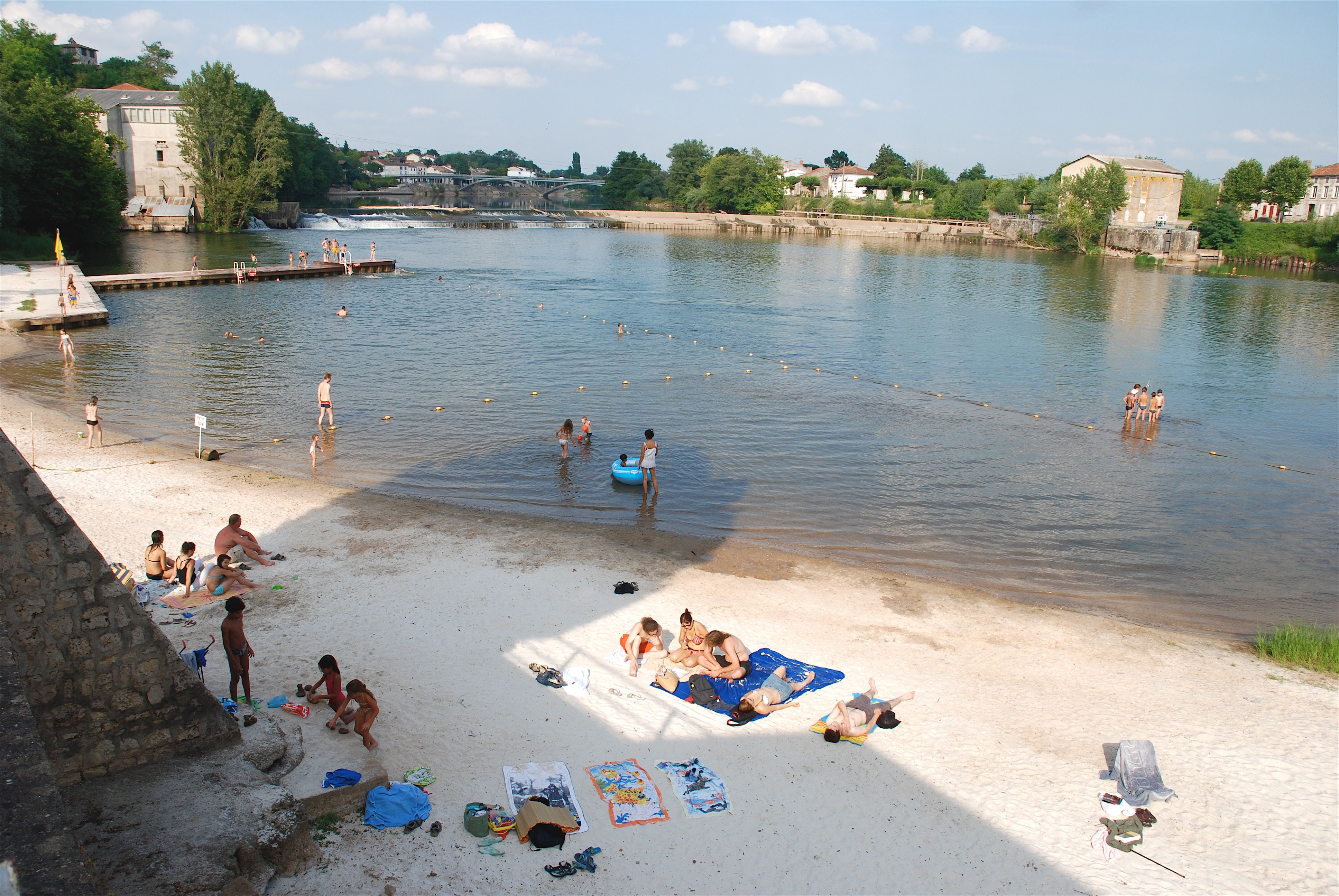 Clairac Beach in summer (source : Hugh Mcknight)